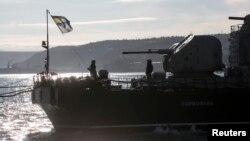 """""""Ukrayna Deniz Kuvvetleri personelinin ve gemilerinin üçte ikisini kaybetti"""" diyen Altıncı Filo Komutanı Koramiral James Foggo, Rus işgalinden önce Ukrayna donanmasının Sivastopol limanında üslendiğini, şimdi gemilerini Odessa ya sevk etmek zorunda kaldığını söyledi."""