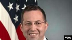 Utusan khusus Amerika untuk Birma , Derek Mitchell