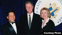 1990年代吴立胜与克林顿夫妇(ABC照片)