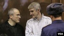Ambos se declararon inocentes y alegan que el juicio tuvo motivaciones políticas.