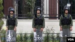 Polisi dikerahkan di Teheran untuk menjaga kemungkinan kerusuhan akibat pemotongan subsidi pangan dan bahan bakar.