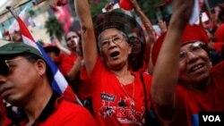 Salah satu protes oleh kelompok Kaos Merah yang melumpuhkan Bangkok bulan April lalu.