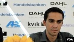 Alberto Contador diskors sementara akibat ditemukannya sejumlah kecil clenbuterol dalam sampel urin yang diambil pada Tour de France 21 Juli lalu.
