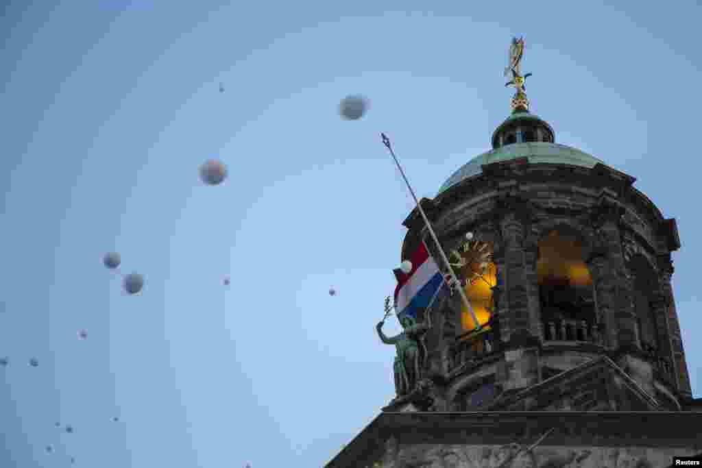День траура. В небо запущены белые шары в память о погибших