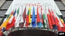 欧洲的国旗展示在布鲁塞尔欧洲理事会大厅的外边