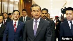 Kineski ministar spoljnih poslova Vang Ji dolazi na sastanak ASEAN-a, Kuala Lumpur 4. avgust 2015.