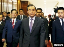 Menteri Luar Negeri China Wang Yi tiba dalam pertemuan menlu-menlu ASEAN di Kuala Lumpur, Malaysia (4/8.