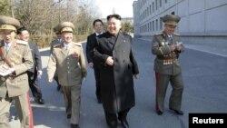 Lãnh tụ Bắc Triều Tiên Kim Jong Un thăm trường Đại học Kim Il Sung.