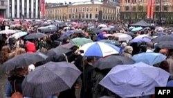 Građani okupljeni na glavnom gradskom trgu u Oslu