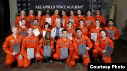 Rizman Nugraha (berdiri ke-4 dari kanan) diantara para pemenang kompetisi AXE Apollo Space Academy