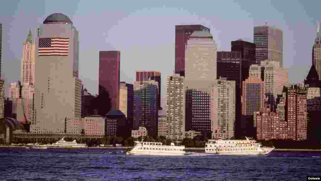 Vista del World Trade Center desde Exchange Pl, Jersey City, New Jersey, 2001.