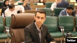 مهدی حاجتی نماینده شورای شهر شیرازبه دلیل نوشتن توئیتیدر حمایت از دو فرد بهایی برای مدتی بازداشت شده بود.
