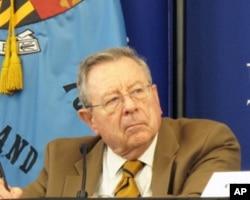 退伍美国海军少将、前美国驻北京大使馆海军武官麦凯利