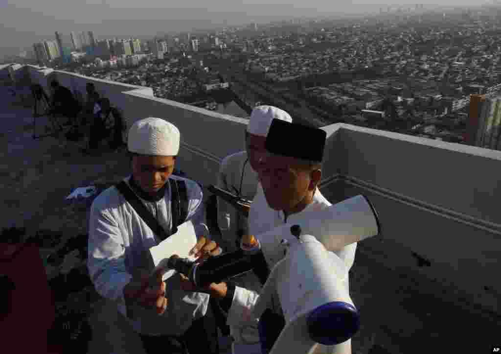 İndoneziya müsəlmanları Ramazanın başlanmasına hazırlaşır