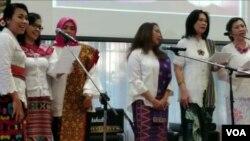 Vokal grup antaragama ikut tampil dalam acara Paskah Diaspora Indonesia di Washington DC (Foto: VOA/Triyono).