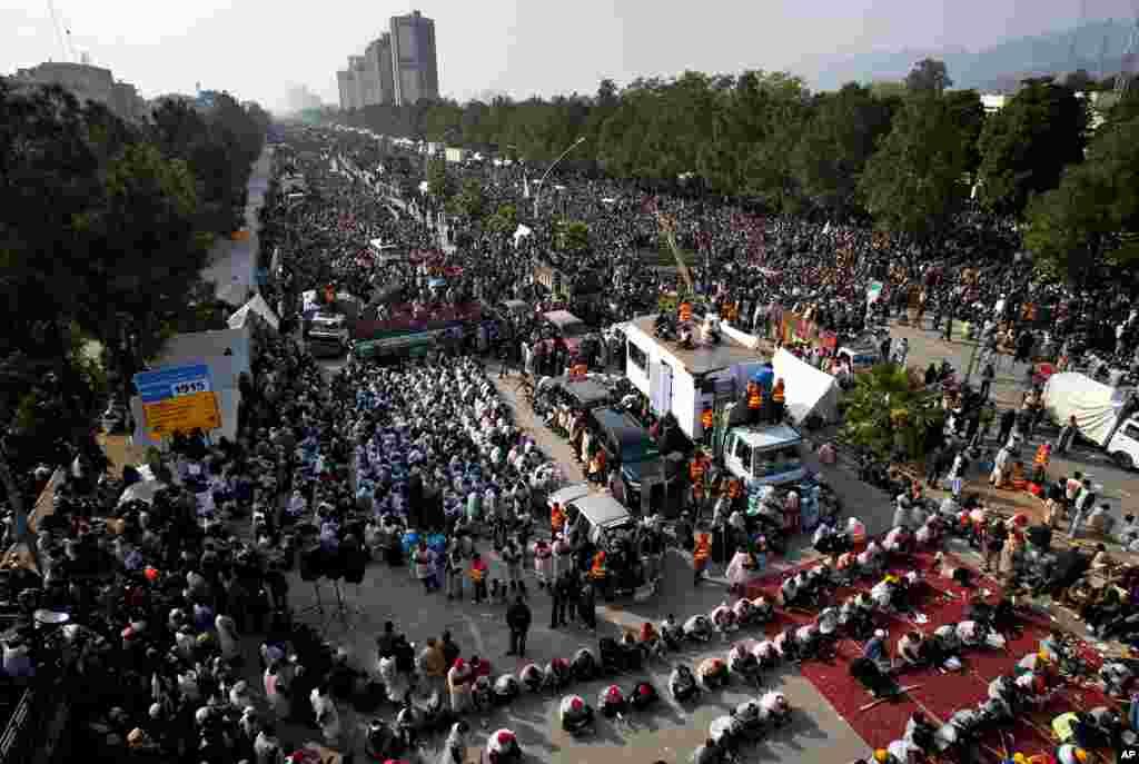 Опозиційні партії Пакистану вимагають негайно призначити дату дострокових парламентських виборів.