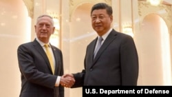 美國國防部長馬蒂斯與中國國家主席習近平在人民大會堂會面(2018年6月27日)。