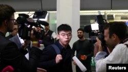Hoàng Chí Phong gặp gỡ báo chí tại Berlin, 9 tháng Chín.
