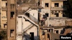 دھماکے کے بعد لوگ مالی وسائل نہ ہونے کے باعث اپنے تباہ شدہ گھروں کی مرمت شروع نہیں کراسکے۔ (فائل فوٹو)