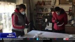 Shqipëri, bizneset përshtaten për prodhimin e maskave ndaj Covid-19