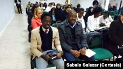 à esquerda, Sabalo Salazar