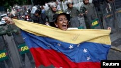 Venezuela acusa a EE.UU. de financiar a los movimientos estudiantiles opositores.