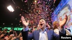 볼로디미르 젤렌스키 우크라이나 대선 후보가 21일 대선 결선투표 출구조사에서 페트로 포로셴코 현 대통령을 크게 앞선 후 환호하고 있다.
