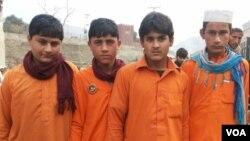 کودکان روستایی افغان با لباس مکاتب پاکستانی