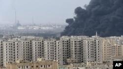 12月8日霍姆斯炼油厂升起浓烟