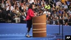 Тэмми Дакворт, ветеран войны в Ираке, выступает на Национальном съезде демократической партии летом 2012-го годаtammy