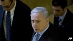 Israel's Prime Minister Benjamin Netanyahu (C) arrives at the weekly cabinet meeting in Jerusalem, February 20, 2011.