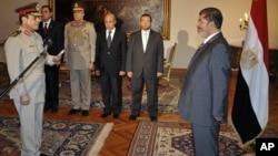 Egyptian President Mohammed Morsi swears in newly-appointed Minister of Defense, Lt. Gen. Abdel-Fattah el-Sissi, in Cairo, Egypt, Sunday, Aug. 12, 2012.