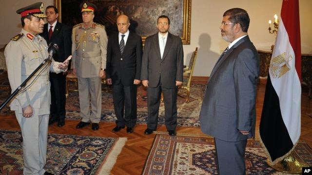 Egyptian President Mohammed Morsi swears in newly-appointed Minister of Defense, Lt. Gen. Abdel-Fattah el-Sissi, in Cairo, Egypt, Sunday, Aug. 12, 2012.