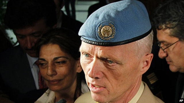 UN-appointed Norwegian Major General Robert Mood talks to the media after his arrival at Damascus airport, April 29, 2012.