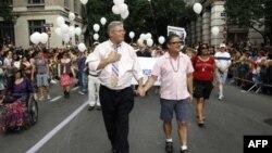 Barak Obama homoseksuallara bərabər hüquqlar verilməsini müsbət addım kimi qiymətləndirib