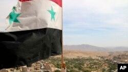 گروه ناظر بر حقوق بشر سوریه می گوید در حملات هوایی روز پنجشنبه در دیر العصافیر در حومه دمشق، ۳۳ نفر کشته شدند
