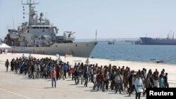 Velika grupa migranata nedavno na Siciliji