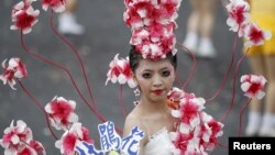 A dancer adorned with flowers performs during Taiwan's National Day celebrations in front of the Presidential Office in Taipei, October 10, 2012.