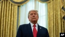 资料照:离任总统特朗普在白宫椭圆形办公室(2020年12月3日)