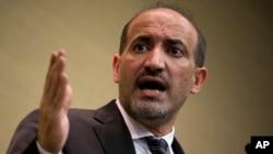 Ahmad al-Jarba, pemimpin Koalisi Nasional Suriah, kelompok oposisi politik utama Suriah dalam konferensi pers di Jenewa (Kamis, 23/1). Oposisi mengatakan tidak akan berunding kecuali Presiden Bashar al-Assad mau meletakkan jabatannya, hal yang ditolak Damaskus.