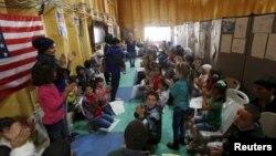 4月6日在約旦的敘利亞難民正等待辨理前往美國的程序。