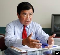 2010年8月17日,美國國會議員吳振偉在美國波特蘭市接受採訪。