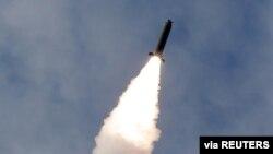 Korea Utara melakukan uji coba misil tahun lalu (foto: ilustrasi).