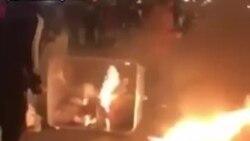 معترضان در اطراف میدان انقلاب تهران برای رفع گاز اشکآور آتش درست کردند