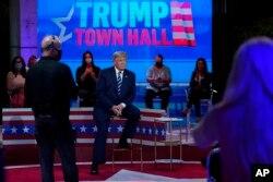 Prezident Tramp NBC kanalidagi jonli efirda, Mayami, 15-oktabr, 2020