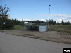 俄羅斯希望中國投資,促進遠東和西伯利亞經濟發展,但又害怕中國吞併。西伯利亞東部雅庫特地區首府雅庫茨克市的一個公共汽車站。 (美國之音白樺拍攝)