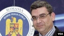 Menteri Luar Negeri Rumania, Teodor Baconschi harus kehilangan jabatan akibat tulisannya di blog internet.