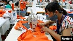 Hàng may mặc là một trong những lĩnh vực kinh tế của Việt Nam sẽ chịu tác động mạnh nếu xảy ra xung đột ở bán đảo Triều Tiên.