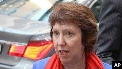 欧盟外交政策负责人阿什顿在布鲁塞尔就欧盟制裁叙利亚的决定回答记者的问题