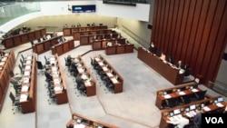 香港立法會內務委員會舉行西九文化區興建香港故宮文化博物館特別會議 (美國之音湯惠芸 拍攝)